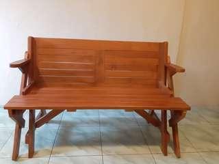 Kursi dan meja kayu /