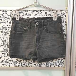 🚚 BN H&M &DENIM Denim Jeans High Waist Shorts with Pockets (EUR 36)