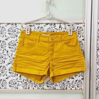 🚚 BNWT Mustard Yellow Shorts with Pockets (EUR 34)