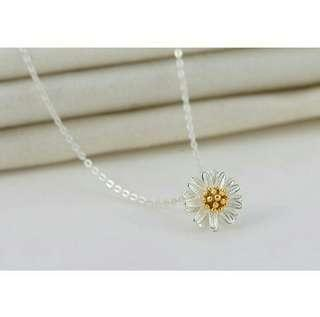 Necklace with Daisy Pendant + Free Gift