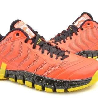 全新,限量款林書豪籃球鞋,US11.5號,2000元。