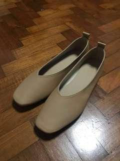 🚚 BN PV Leather flats (Super comfy!)