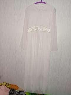 Gaun panjang putih