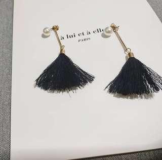 Black Tassel Pearl Stud Earrings°