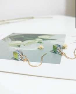 🚚 Crystal Cube Dangle Earrings°