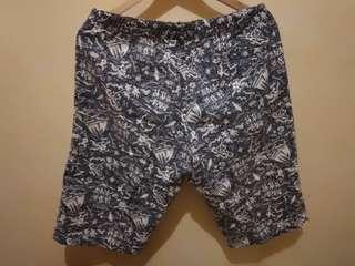 Celana pendek hawaii