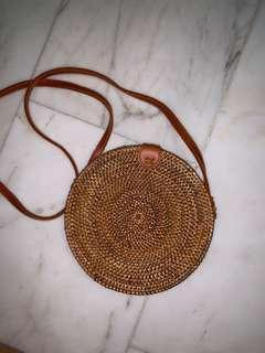 🚚 Woven straw rattan sling bag
