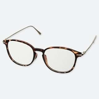Kacamata uniqlo