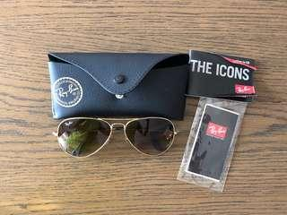 🚚 Rayban RB3025 aviator large metal. Gold frame with light brown gradient lens. 001/51 58-14