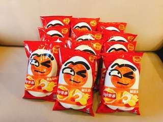{READY STOCK}Lays Taiwan Salted Egg Potato Chips 台湾乐事鹹蛋黃味