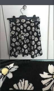 🚚 Black daisy skirt from cotton on