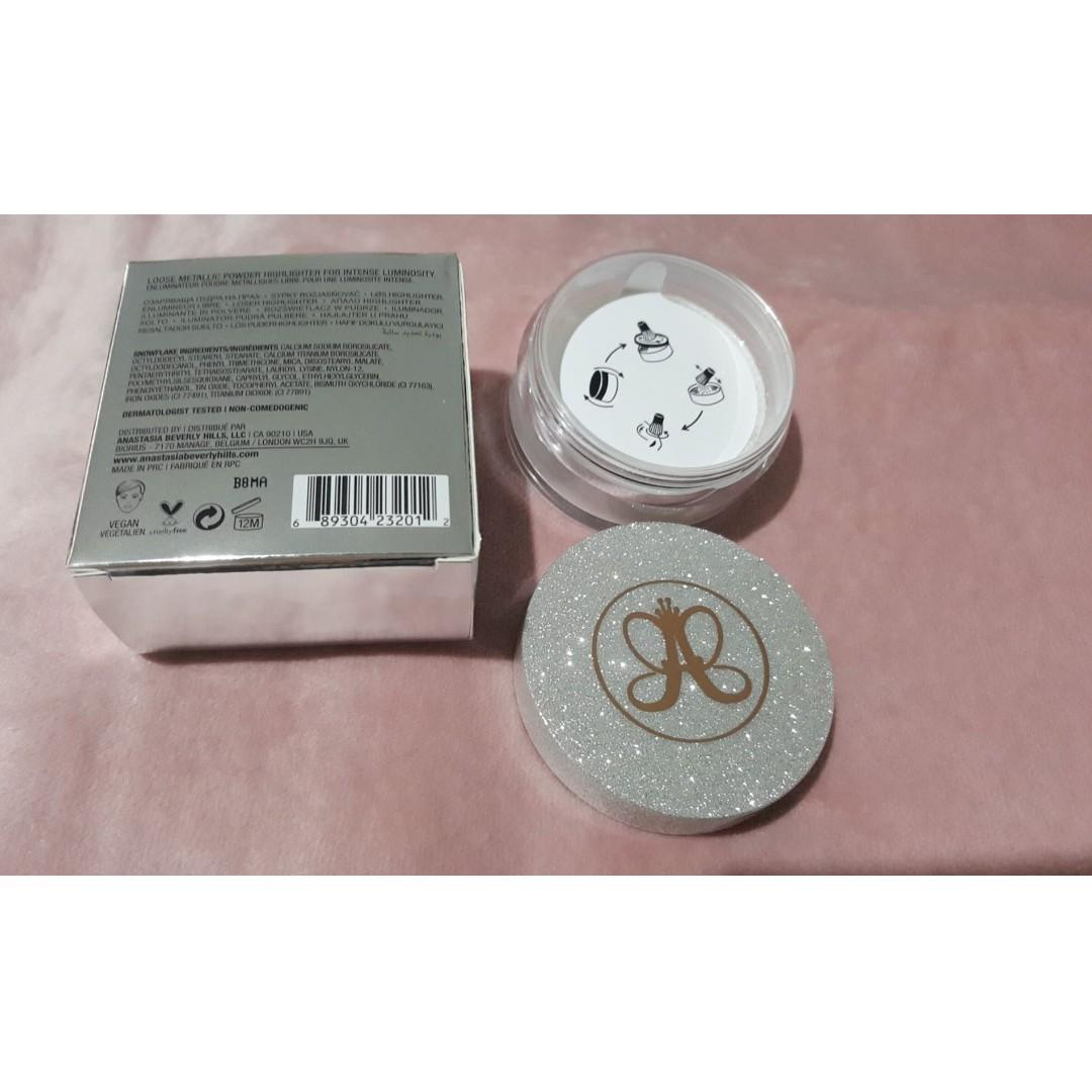 Anastasia Beverly Hills Loose Highlighter Powder [SNOWFLAKE] + A23 Highlighting Brush [NEW & AUTHENTIC]