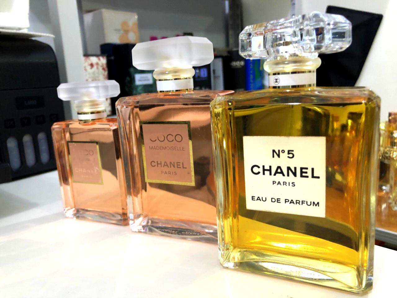 Chanel coco mademoiselle & chanel no 5 jumbo size 200ml😍😍😍 REALPICT & READYSTOCK YA❤ Kuy chat skrg lgsg order! First come first serve😍😘 Authentic Guarantee/100% MONEYBACK👌 Info Grosir & Partai WA:085782955531✔