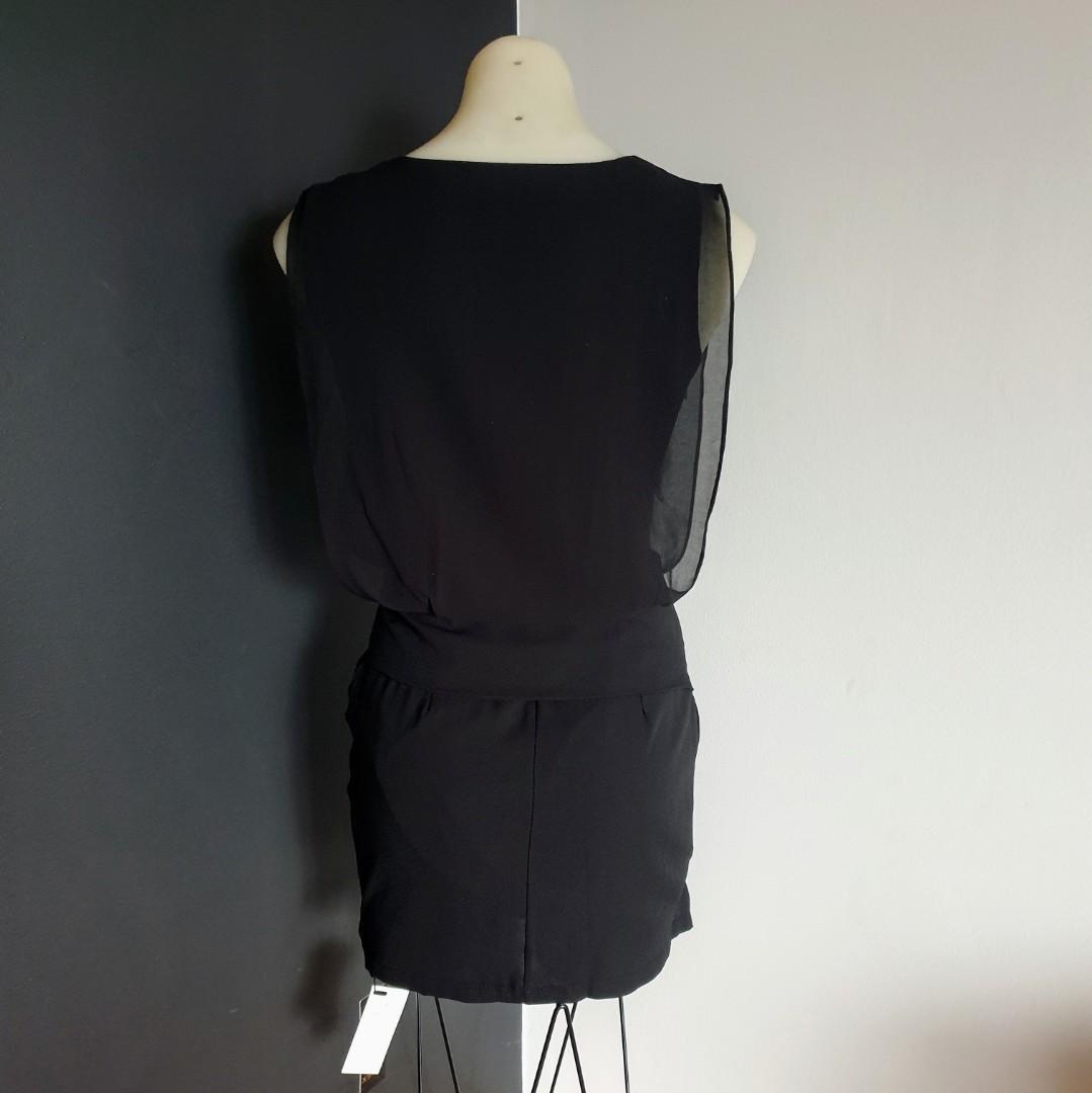 Women's Size 8 'XS FASHION' Gorgeous little black dress with inbuilt belt - BNWT