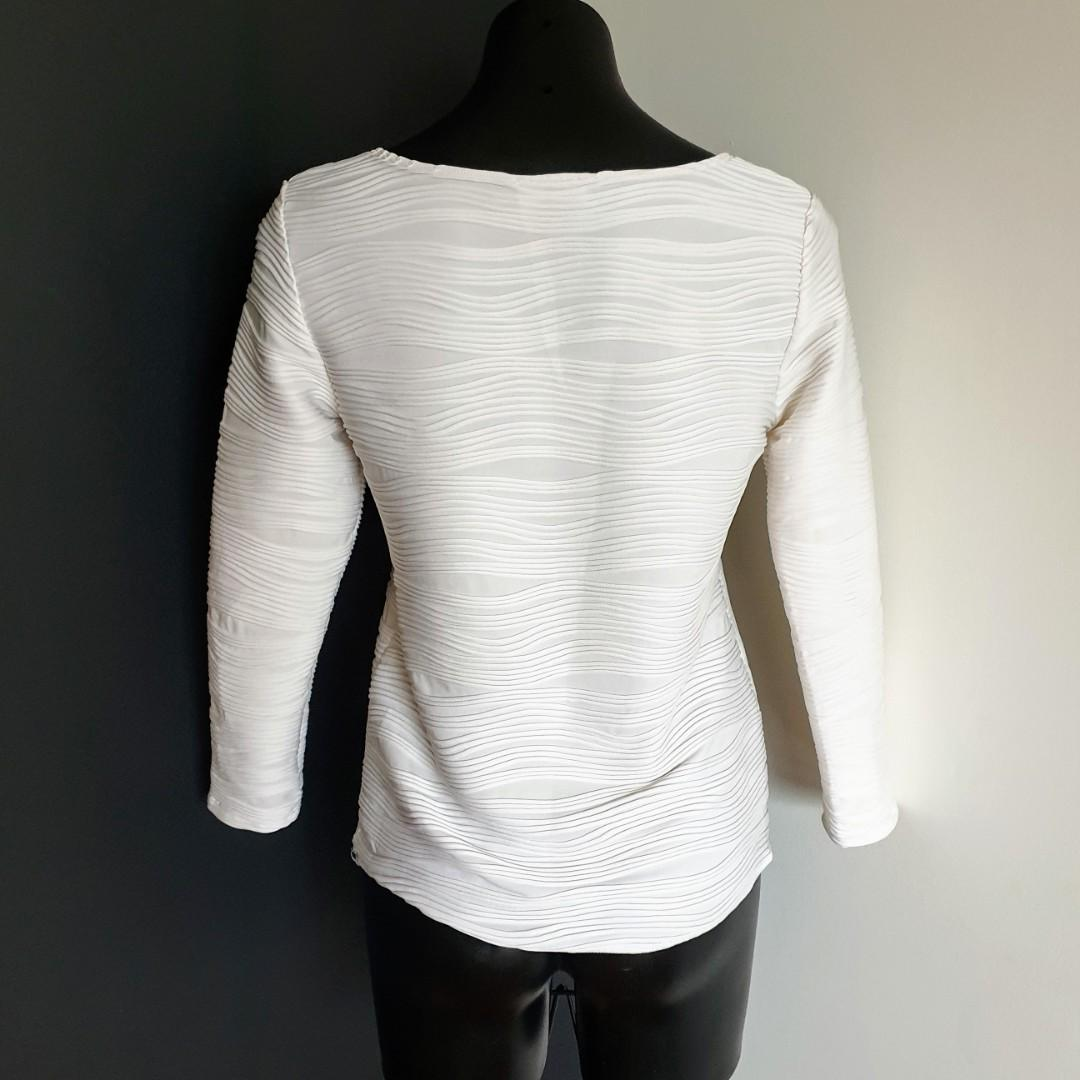 Women's size M 'BLOOMS' Australia Gorgeous white ribbed long sleeved top -AS NEW