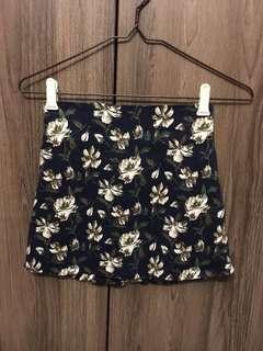 🚚 navy floral skirt