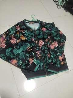 🚚 Floral sweater
