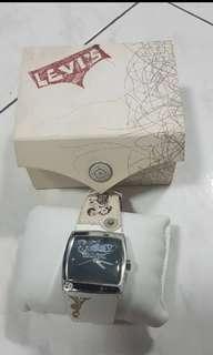 🚚 12年前全新levis手錶