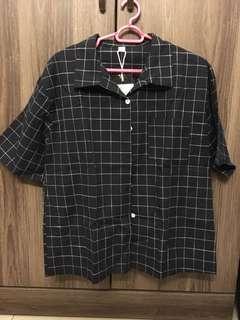 🚚 BN short sleeved navy grid shirt
