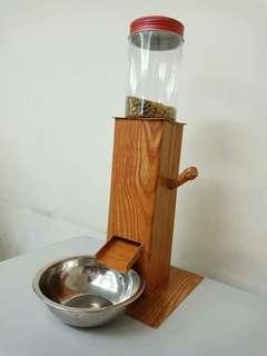 Pet food dispenser
