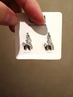 (FREE DELIVERY) 925 silver ribbon shinning earring