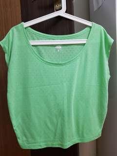 🚚 Nike green top