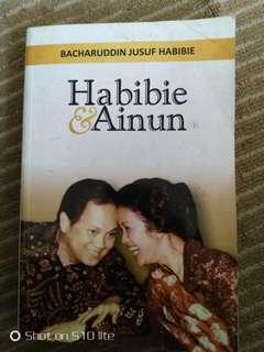 Novel habibie dan ainun ada tanda tangan Pak habibie