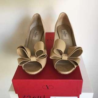 Valentino nude bow pumps size 36 / 6 kitten heel