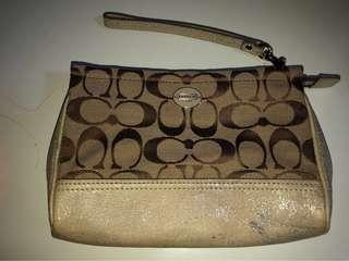 🚚 Coach Wristlet used, quite good condition, authentic , bought from USA seldom use classic design