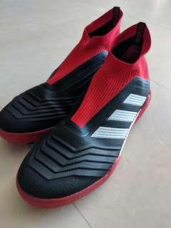 Laceless Adidas Predator (black & red) US10/UK9.5