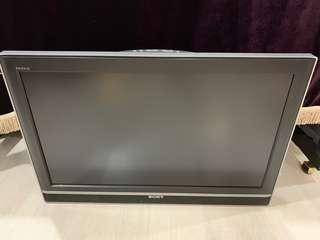 SONY 32 inch KLV32S310A w remote in fully functional condition (just tested 03Mar'19) & Wall mount bracket. I can send over for Woodlands area.