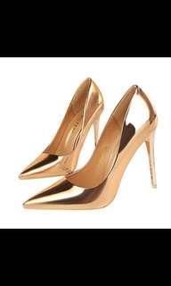 🚚 Gold Stilettos