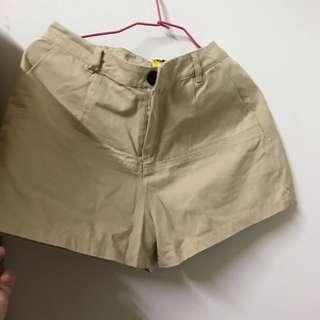 🚚 米黃色短褲