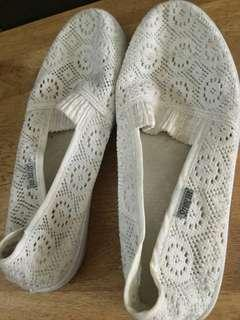 Strong sea white shoes