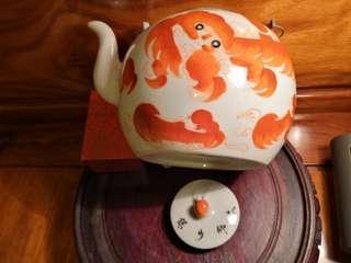 景德镇珊瑚紅獅子提樑壶