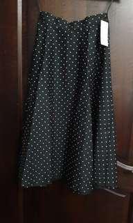 🚚 Brand new Uniqlo black/white colour polka dot skirt