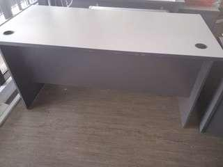🚚 Office Table