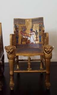 Miniature Kursi Cleopatra