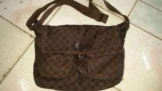 Gucci gg signature messenger bag