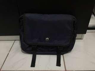 Sling bag laptop