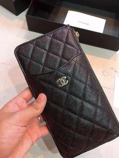 🚚 Chanel 19s Iridescent Black Pouch
