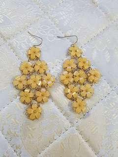 🚚 Yellow Flower Earring