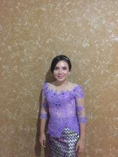Kebaya ungu
