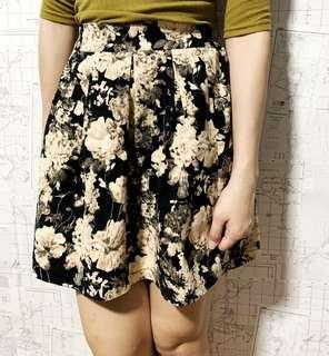 🚚 Cream Black Floral Skirt