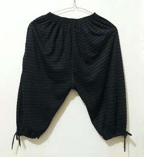Celana Pleats hitam