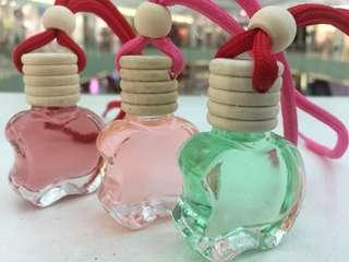 Ready parfum gantungnya ... Wangi bervarian yah wangi nya sampe 45 hari lhoee...