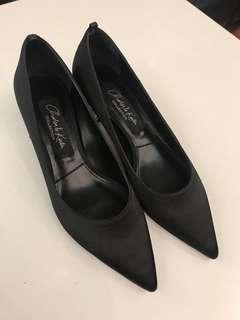 CHARLES & KEITH高跟鞋