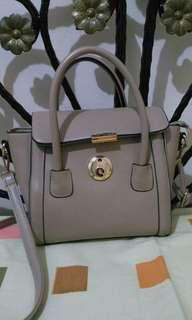 Sling Bag Cream with minor defect harga fixed