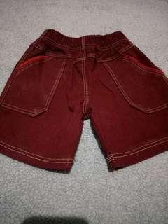 Celana pendek anak merah