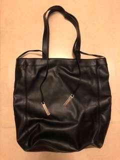 New Charles & KEITH 黑色上膊袋 tote bag
